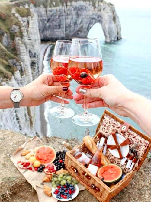 Картина по номерам 40x50 Романтический завтрак на вершине скалы над морем